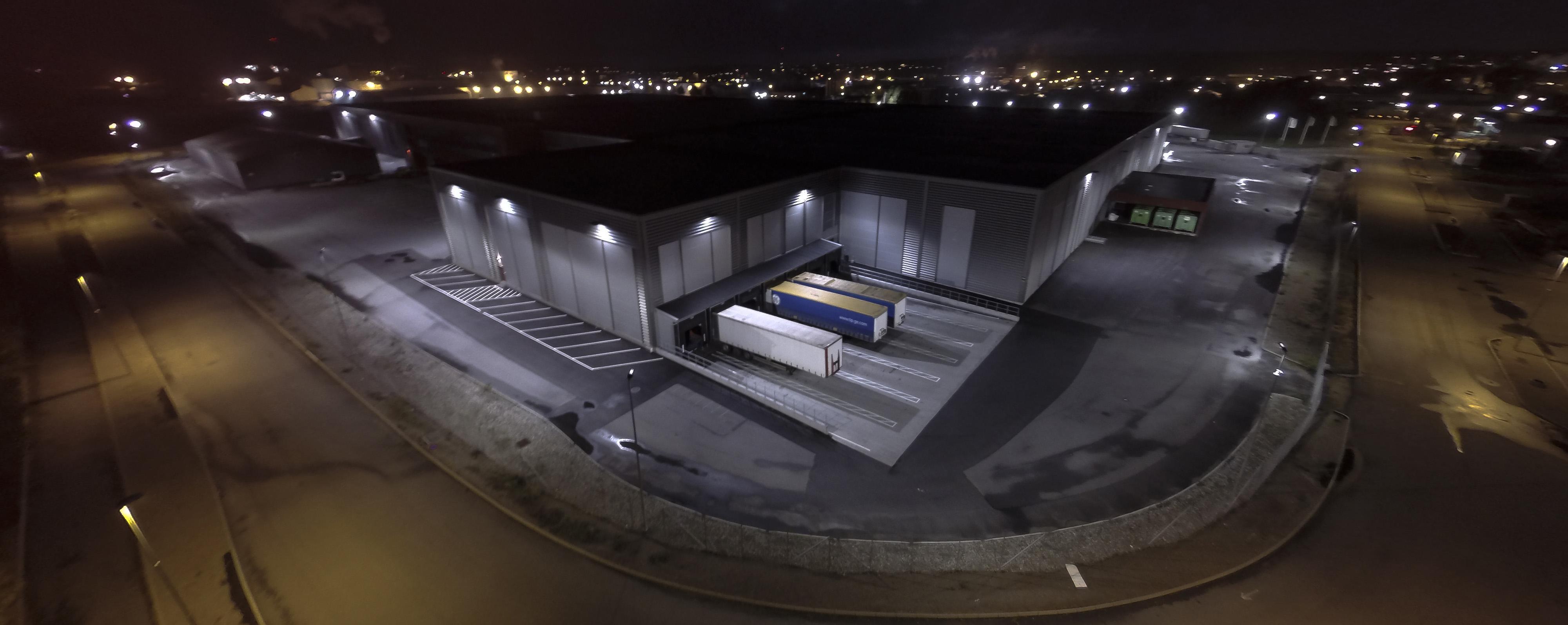 LED-Flombelysning ved Europris sitt hovedlager og parkeringsplass.