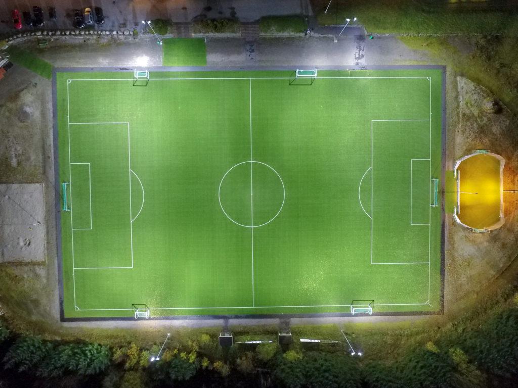 dronebilde viser atløy stadion fra oversiden