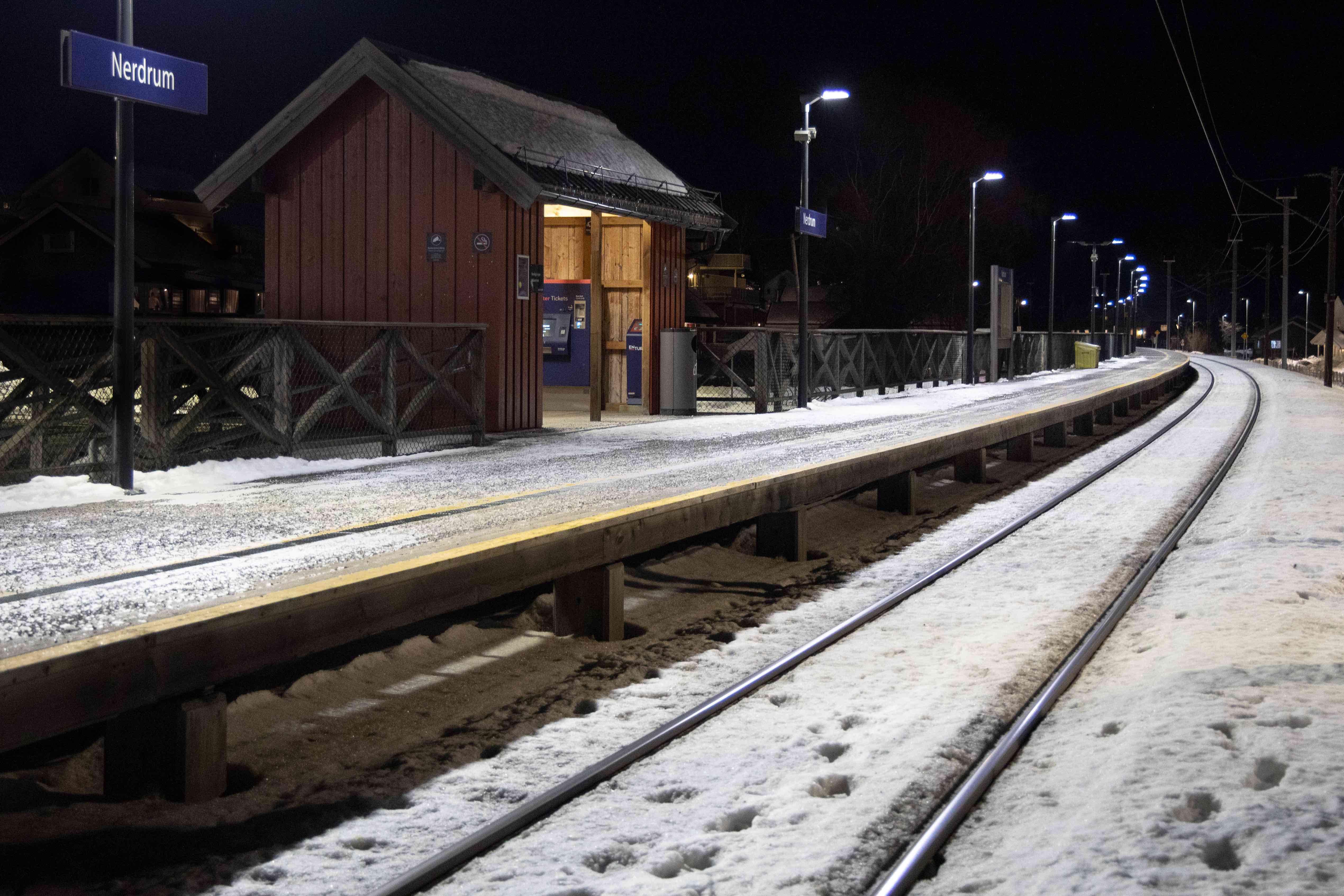 LED-Belysning på Nerdrum stasjon.